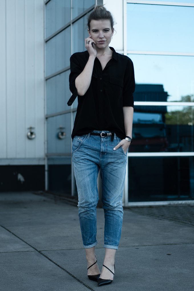 RED REIDING HOOD: Fashion blogger wearing Diesel Fayza baggy boyfriend jeans with heels streetstyle model off duty look outfit