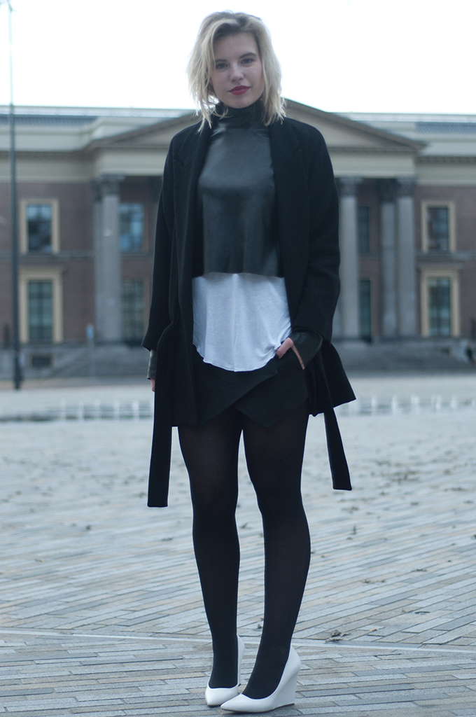 RED REIDING HOOD: Fashion blogger wearing fall layers autum layering outfit faux leather turtleneck croptop zara