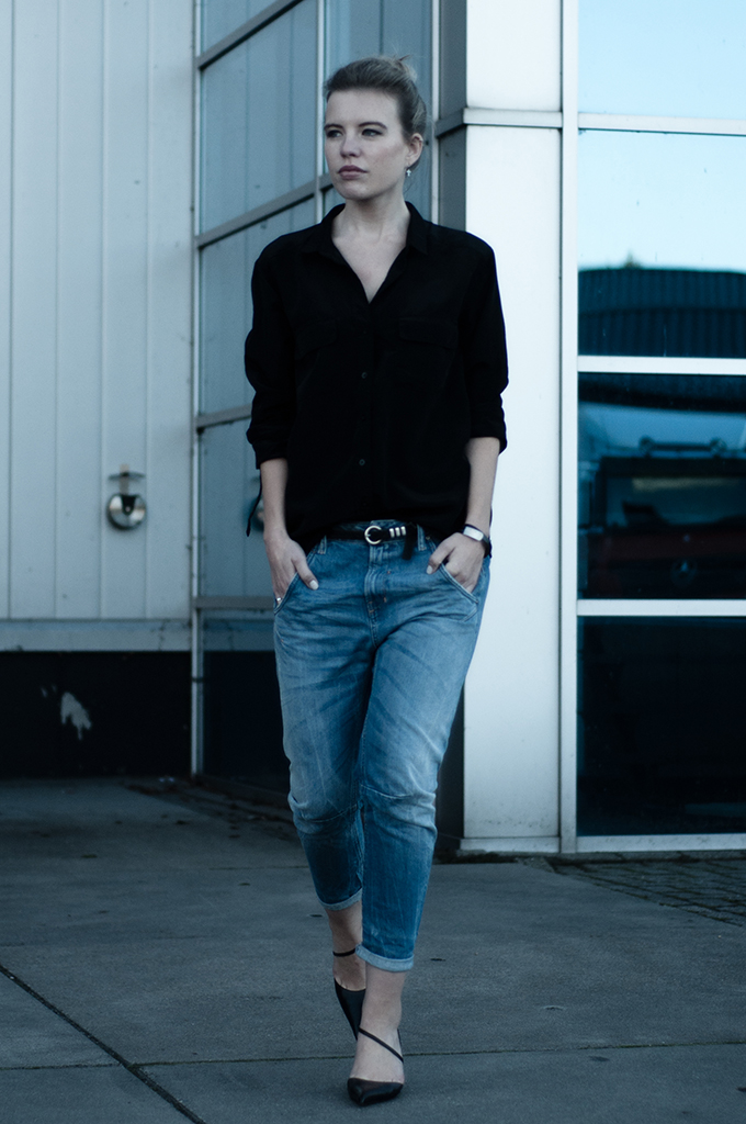 RED REIDING HOOD: Blue jeans Diesel boyfriend fit oversized shirt black dark edgy streetstyle fashion week blogger model off duty outfit