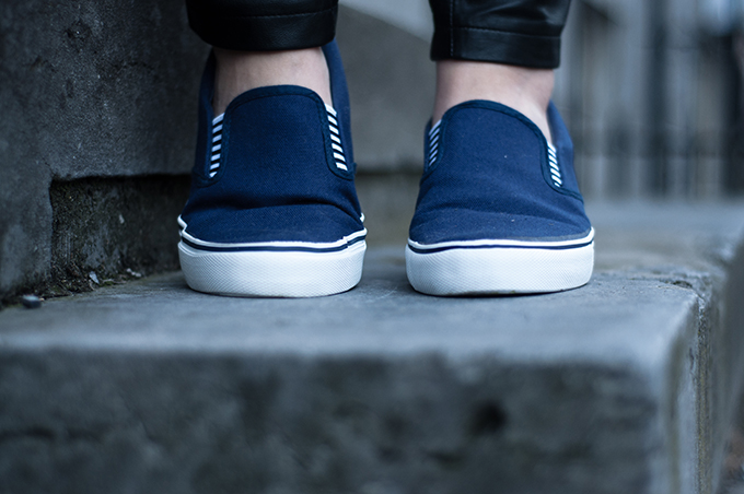 RED REIDING HOOD: Fashion blogger wearing Givenchy Vans Slip ons boat shoes scpaino bootschoenen