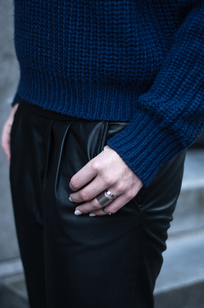RED REIDING HOOD: Fashion blogger wearing navy blye knitted sweater oversized silver band rings black leather tappered pants