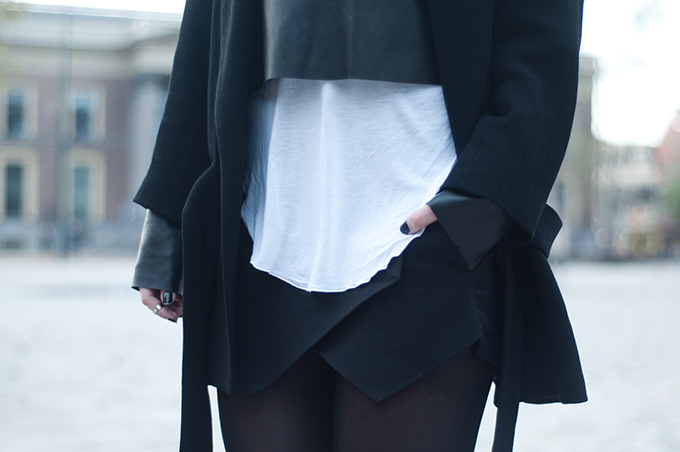 RED REIDING HOOD: Fashion blogger outfit details fall layers autum layering crop top faux leather black and white edgy dark rock chic