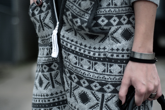 RED REIDING HOOD: Outfit details fashion blogger wearing OnePiece onesie jumpsuit halling knitwear knitted bandhu measure bracelet band rings silver