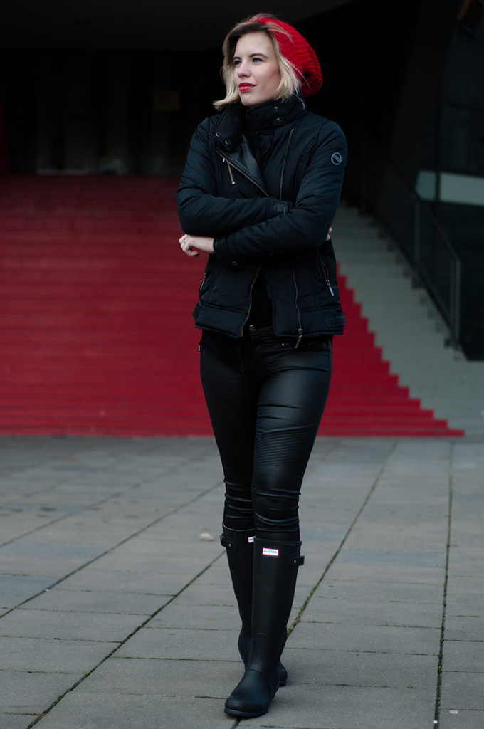RED REIDING HOOD: All black everything outfit CoolCat streetstyle fashion blogger Hunter boots Kate Moss leather pants