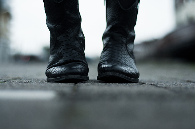 RED REIDING HOOD: Sacha Shoes cowboy python ankle boots black leather schoenen outfit details