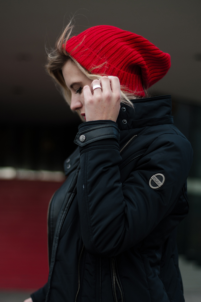 RED REIDING HOOD: Outfit details fashion blogger wearing ASOS Rib boyfriend beanie red messy hair