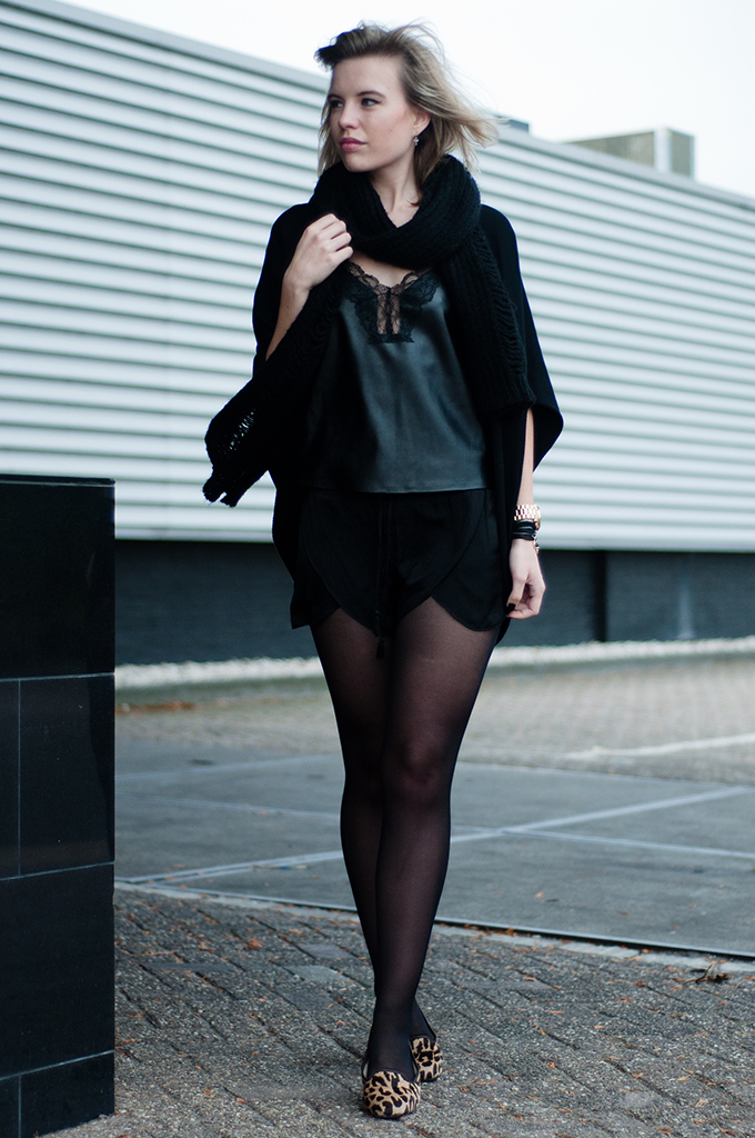 RED REIDING HOOD: Fashion blogger wearing all black everything outfit Zara leather lace lingerie top gold details
