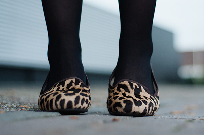 RED REIDING HOOD: Leopard printed UGG Australia ponyhair loafers shoes details