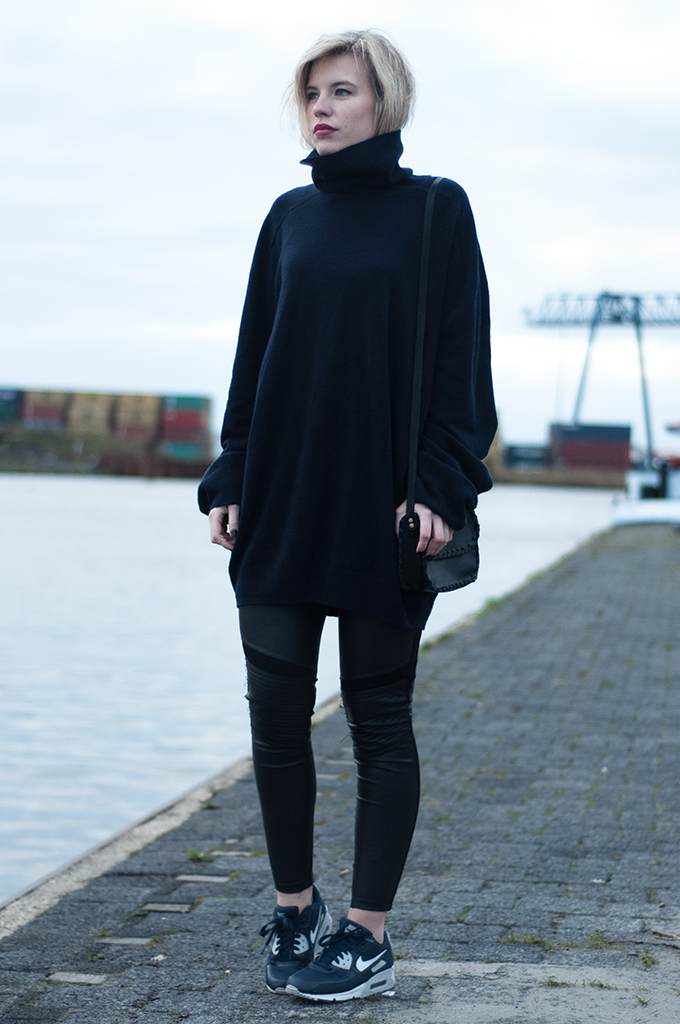 RED REIDING HOOD: Model off duty cashmere sweater MMM for H&M Nike Air Max sneakers fashion blogger streetstyle outfit