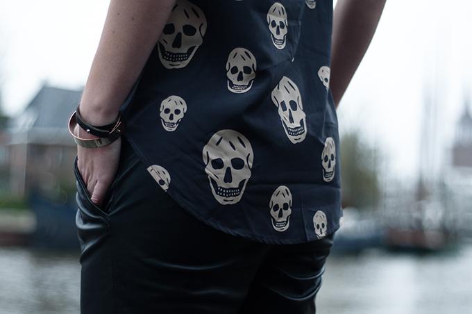 RED REIDING HOOD: Fashion blogger wearing Alexander McQueen top Noa Ivy streetstyle skulls details