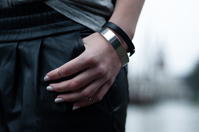 RED REIDING HOOD: Fashion blogger streetstyle above knuckle rings trend silver cuff white nailpolish edgy outfit details