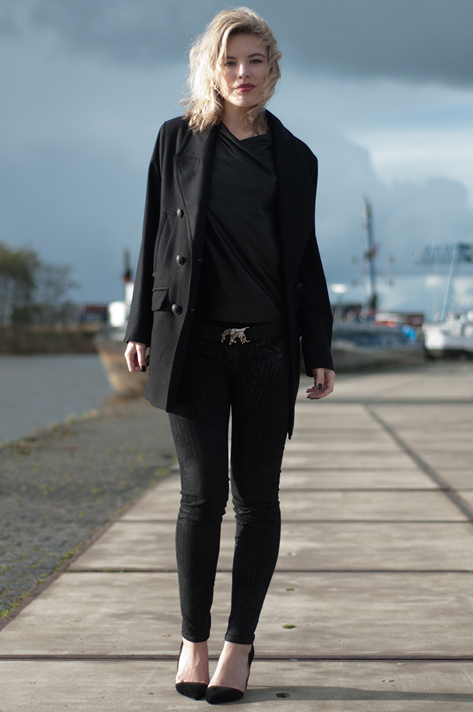 RED REIDING HOOD: look of the day fashion blogger Rowan Reiding all black everything outfit DRYKORN Unlimited PR