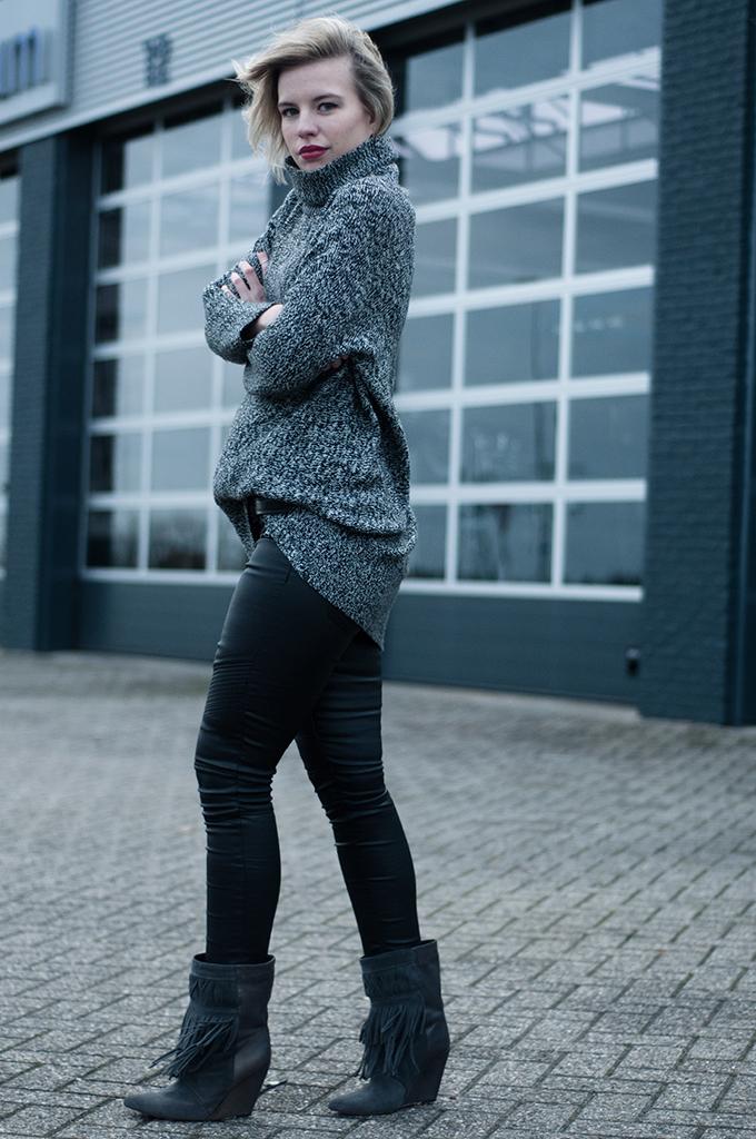 RED REIDING HOOD: Fashion blogger wearing grey melange turtleneck sweater lindex streetstyle model off duty
