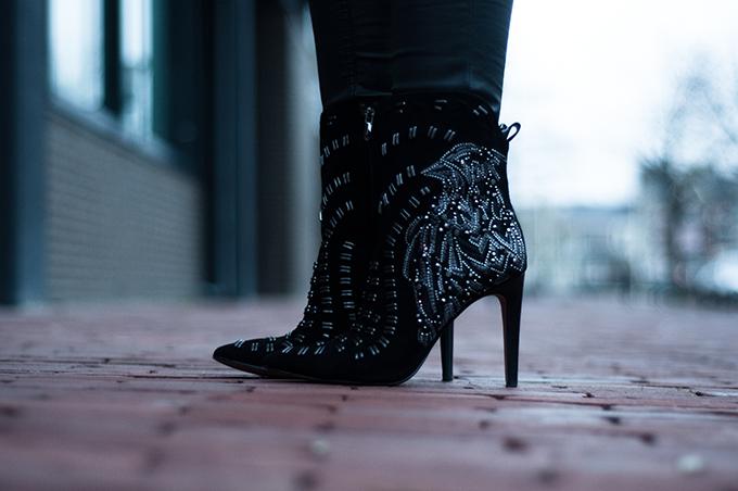 RED REIDING HOOD: Black suede ankle boots Sam Edelman Melina eagle bird silver embellished sarenza