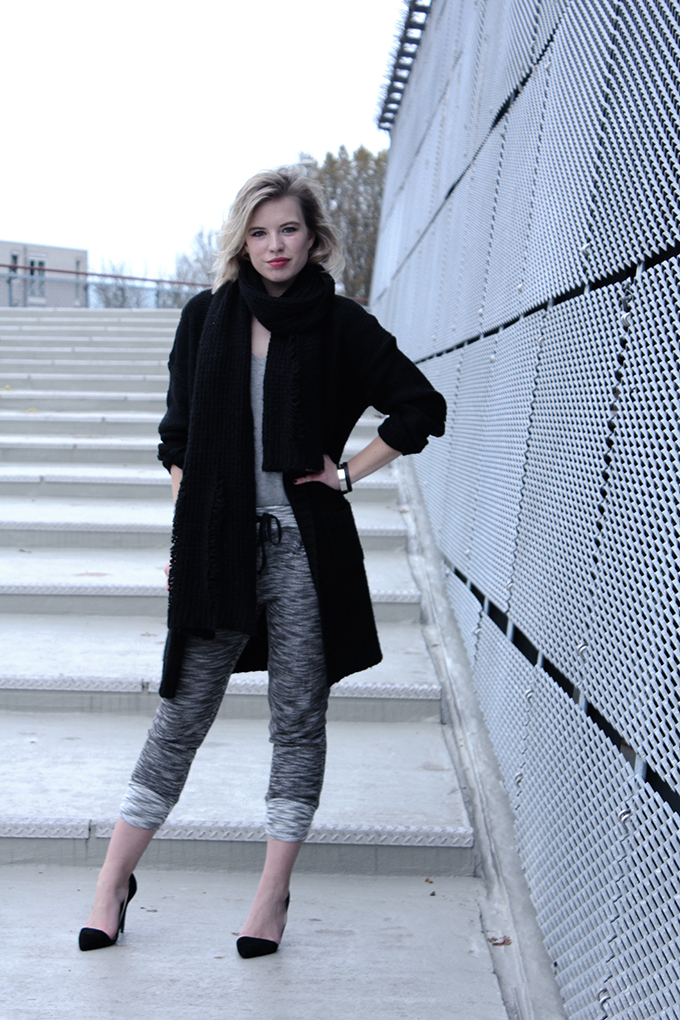 RED REIDING HOOD: Model off duty streetstyle fashion blogger wearing swaychic my persuasion knit pants jogger knitted all black everthing outfit