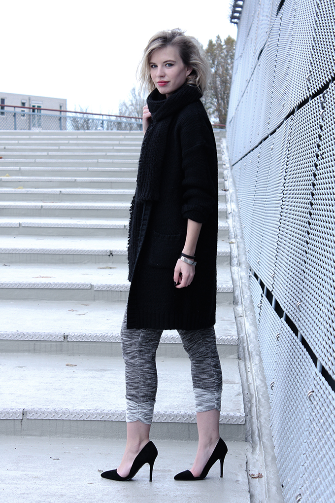 RED REIDING HOOD: Fashion blogger dark outfit knitted knitwear all black everything grey jogger pants cut out heels zara asymmetric pumps