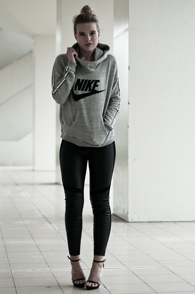 RED REIDING HOOD: Sporty chic outfit fashion blogger wearing Nike sweater black leather leggings heels