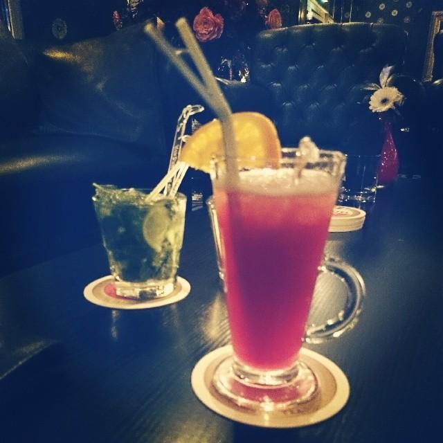 RED REIDING HOOD: Sipping cocktails bar Van der Valk schiphol hotel restaurant ervaringen blog