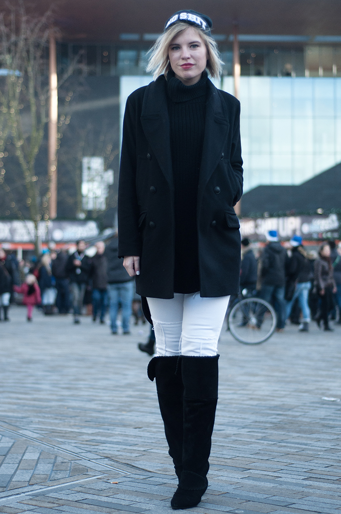 RED REIDING HOOD: Fashion blogger wearing issue 1.3 turtleneck all black everything serious request leeuwarden