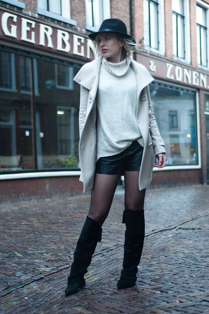 RED REIDING HOOD: Streetstyle model off duty wearing beige and black outfit fedora hat lierys slouchy knee boots