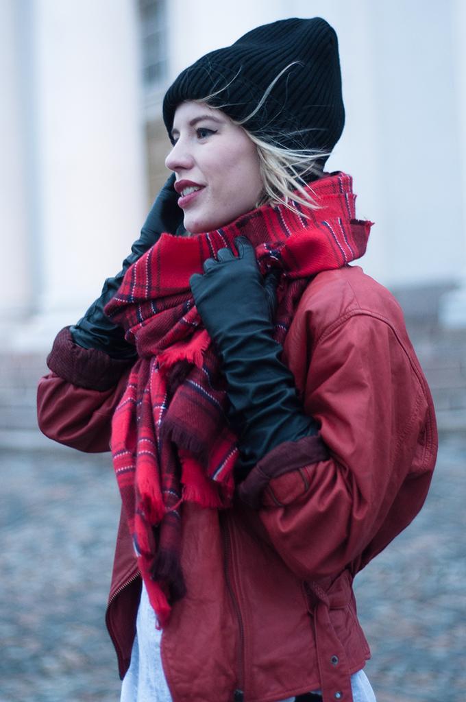RED REIDING HOOD: Fashion blogger portrait outfit details Asos Rib boyfriend beanie red plaid scarf leather gloves