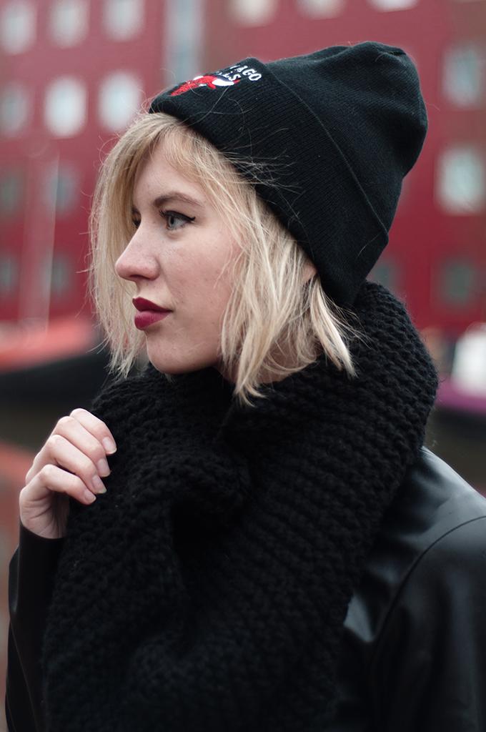 RED REIDING HOOD: Fashion blogger wearing Chicago Bulls beanie streetstyle model off duty look
