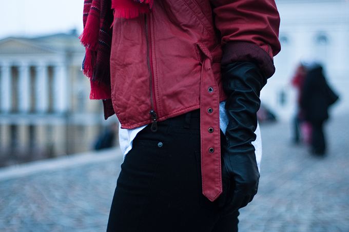 RED REIDING HOOD: Fashion blogger outfit details red leather strappy jacket vintage leather gloves mango black jeans