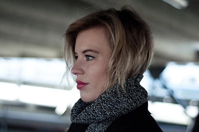 RED REIDING HOOD: Model off duty big full lips blond short messy hair tucked in turtleneck details