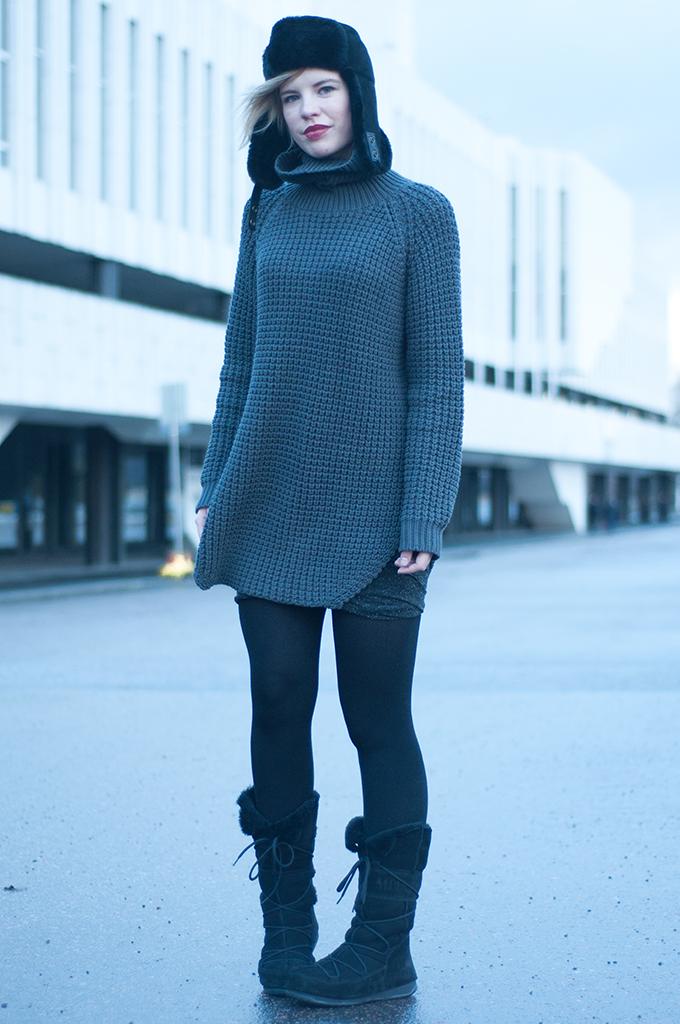 RED REIDING HOOD: Outfit scandinavian fashion blogger Elin Kling wearing Hope Grand Sweater knitwear big warm knitted turtleneck model off duty streetstyle Helsinki