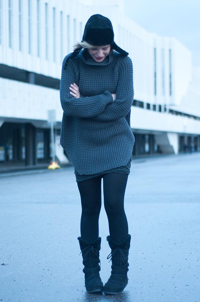 RED REIDING HOOD: Model off duty streetstyle Helsinki scandinavian fashion blogger wrap skirt alexander wang modstrom moonboots vagabond ugg australia hat hope grand sweater