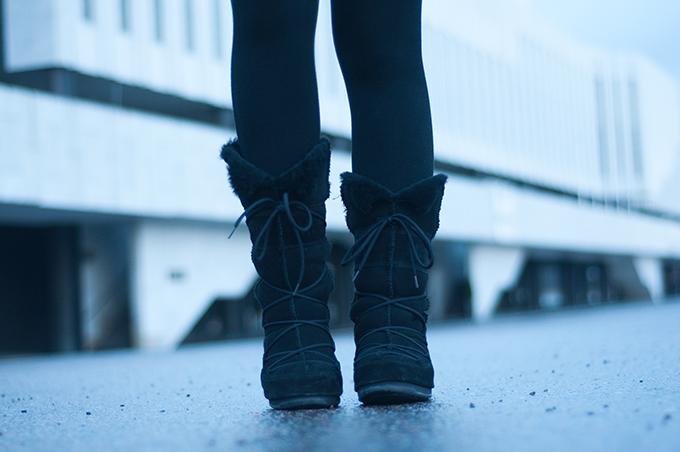RED REIDING HOOD: Black suede sheepskin Moon Boot West East Vagabond high snowboots boots
