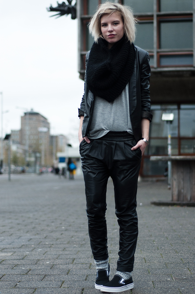 RED REIDING HOOD: Fashion blogger model off duty wearing all black everything tapered leather pants jacket mango streetstyle socks in vans
