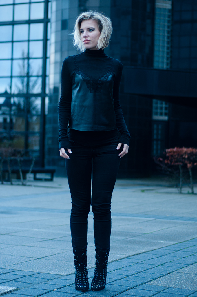 RED REIDING HOOD: All black everything party outfit fashion blogger wearing leather camisole top over a turtleneck sweater levi's curve id jeans sam edelman