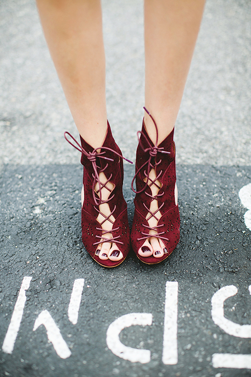 RED REIDING HOOD: Pinterest inspiration streetstyle wearing red burgundy oxblood lace up sandals