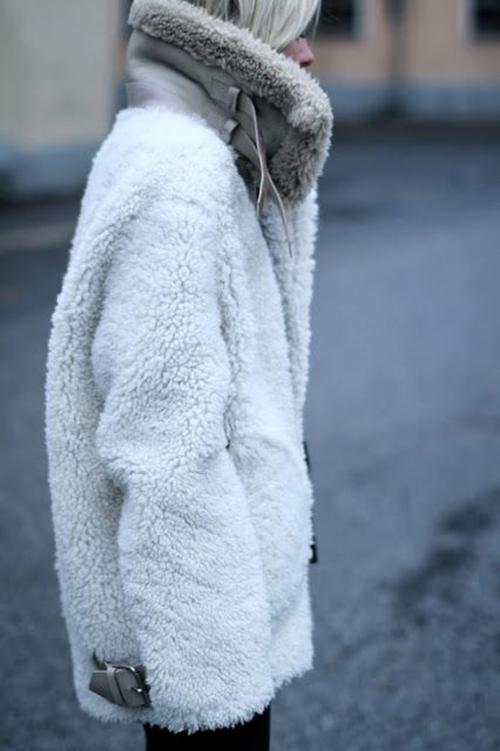 RED REIDING HOOD: Fashion blogger wearing oversized warm fluffy aviator sheerling coat leather lammy jacket