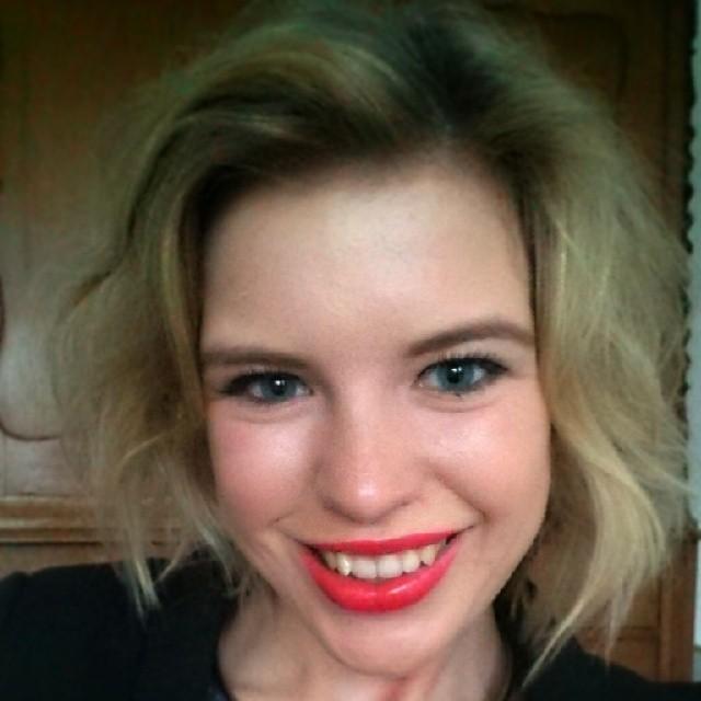 RED REIDING HOOD: Model pretty beautiful girl smile red lips fashion blogger