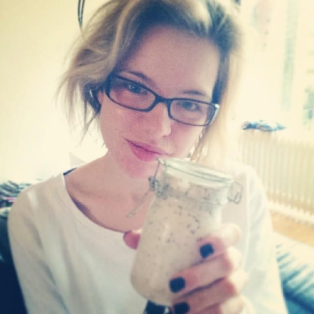 RED REIDING HOOD: No make up selfie fashion blogger glasses overnight oats in a jar homemade instagram