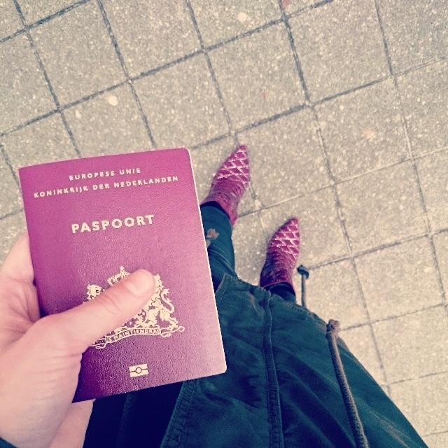 RED REIDING HOOD: Fashion blogger travel the world passport paspoort instagram