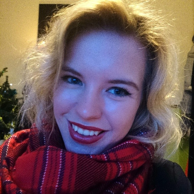 RED REIDING HOOD: Red lips lipstisck beautiful model instagram selfie fashion blogger