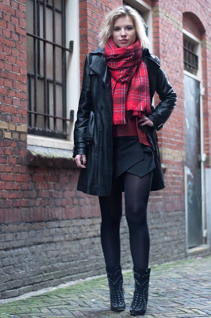 RED REIDING HOOD: Fashion blogger wearing burberry leather trenchcoat Mango Zara skort plaid tartan scarf sam edelman ankle boots model off duty streetstyle