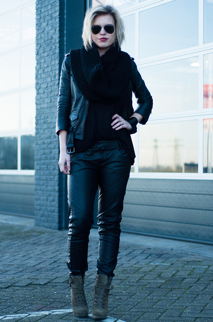 RED REIDING HOOD: Fashion blogger wearing all black everything outfit model off duty leather jacket baggy pants G-Star Raw Ray-Ban sunglasses mountain boots