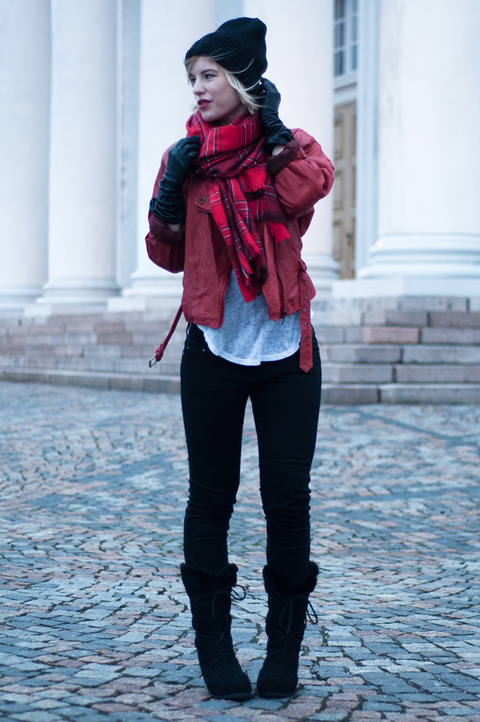 RED REIDING HOOD: Vintage red leather jacket long gloves plaid tartan scarf Moon Boot Vagabond snow boots fashion blogger outfit