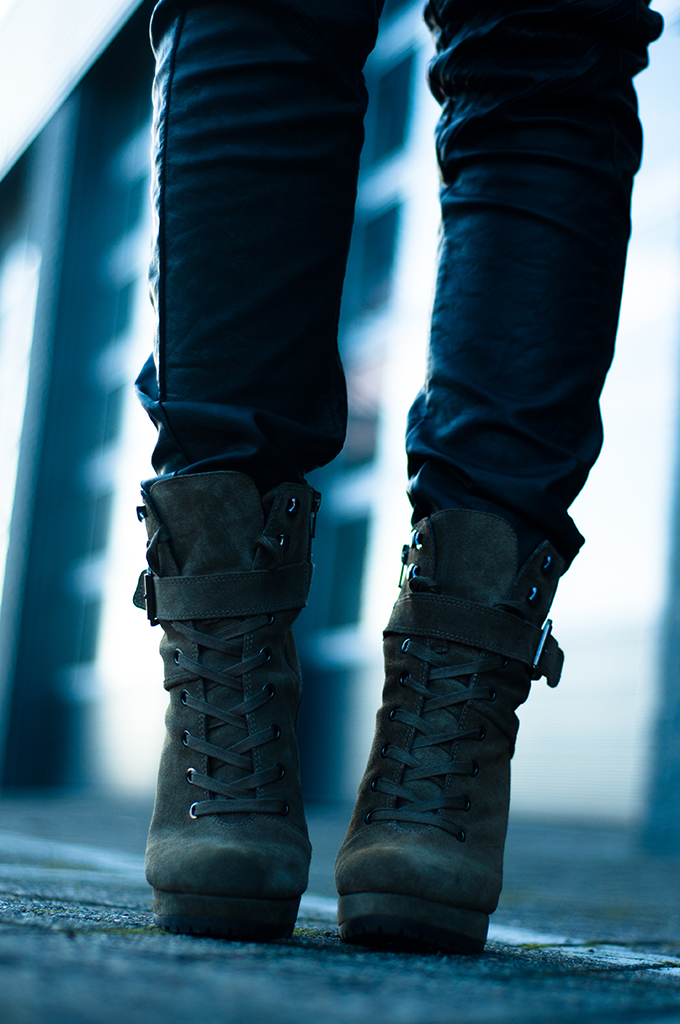 RED REIDING HOOD: oversized baggy black leather pants invito suede green mountain boots