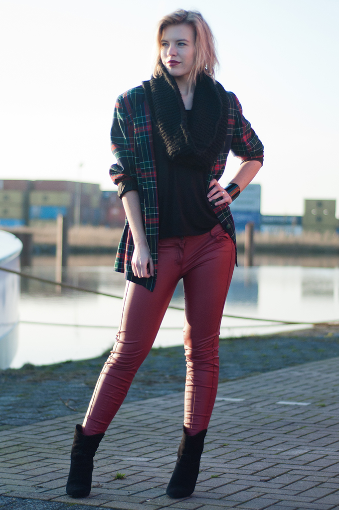 RED REIDING HOOD: Fashion blogger wearing vintage check tartan plaid jacket blazer red leather pants streetstyle model off duty outfit