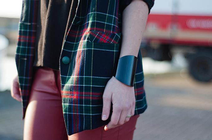 RED REIDING HOOD: Streetstyle outfit details vintage tartan blazer plaid jacket lindex cuff bracelet red leather pants