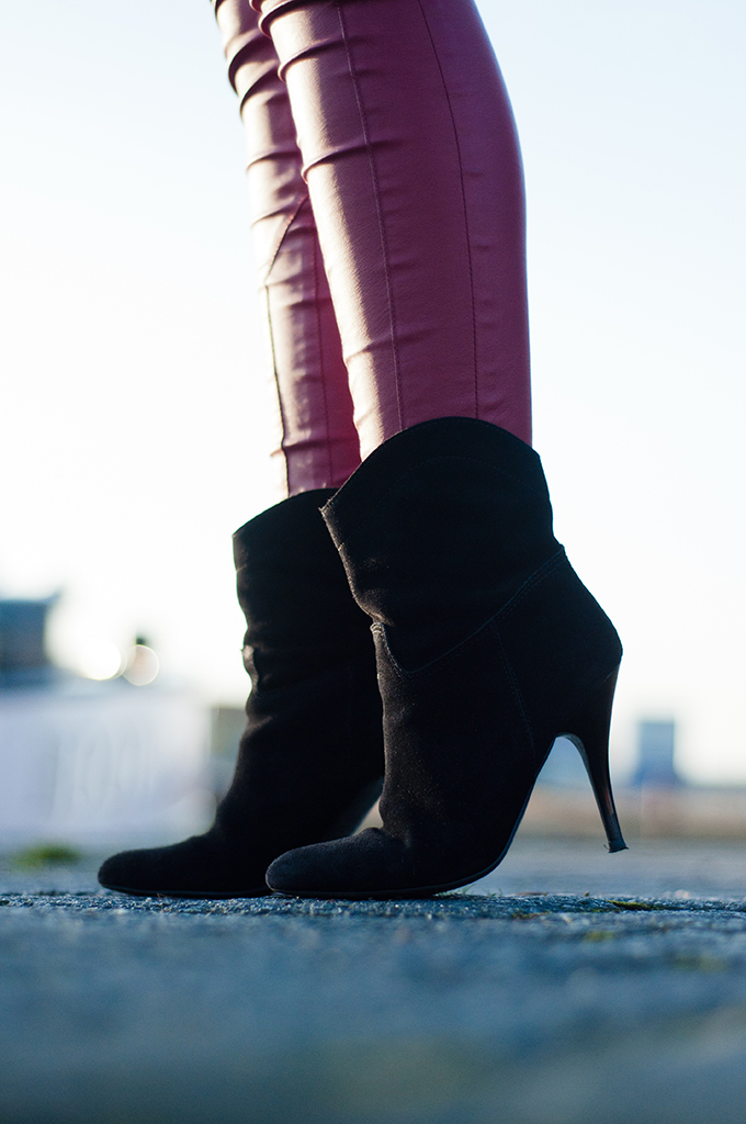 RED REIDING HOOD: Skinny red leather pants Pimkie black suede ankle boots Mango