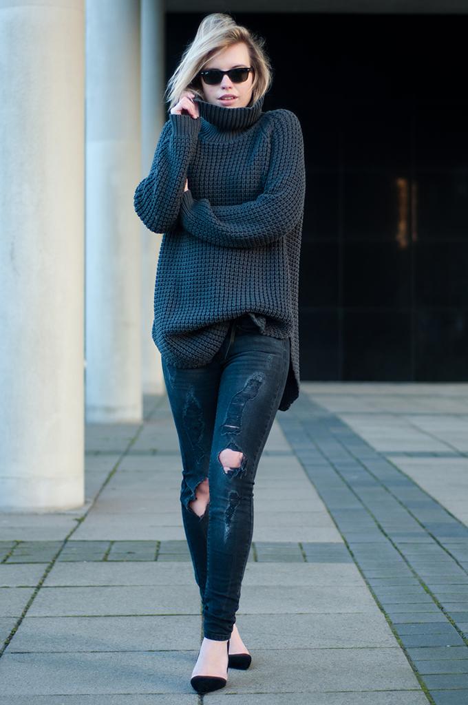 RED REIDING HOOD: Fashion blogger Elin Kling wearing Hope Grand sweater oversized turtleneck knitwear DIY slashed ripped distressed denim jeans