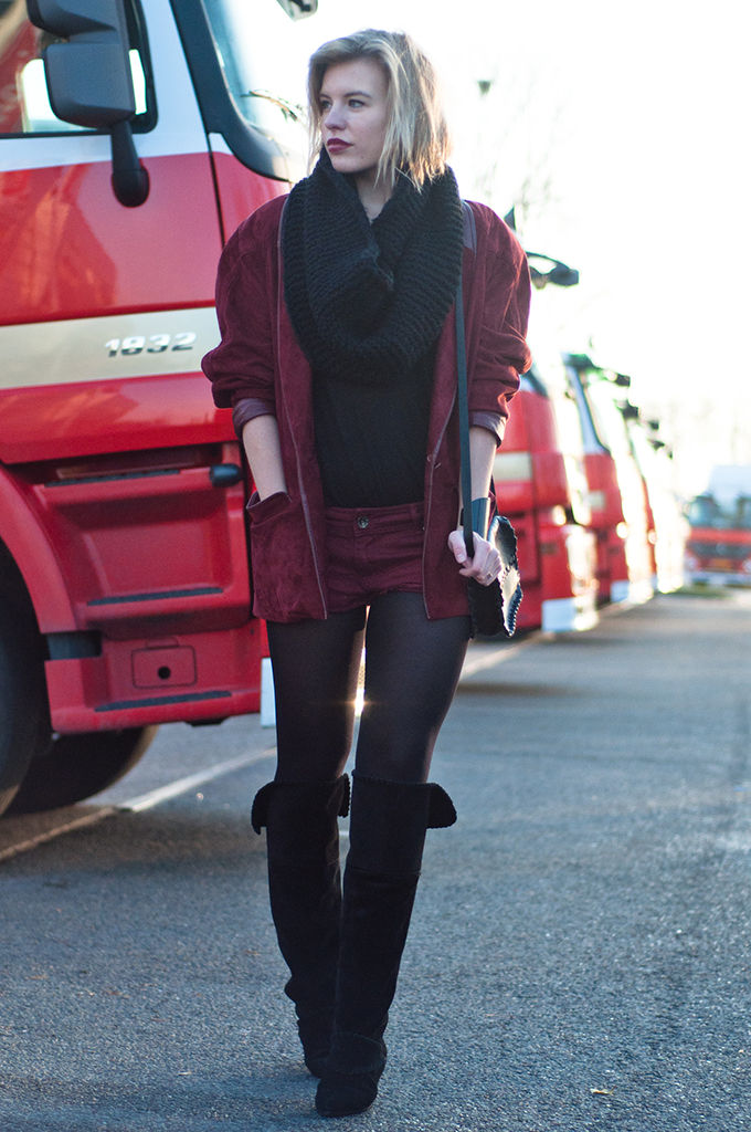 RED REIDING HOOD: Red leather suede baggy oversized vintage thrift blazer oxblood burgundy denim shorts knee boots streetstyle