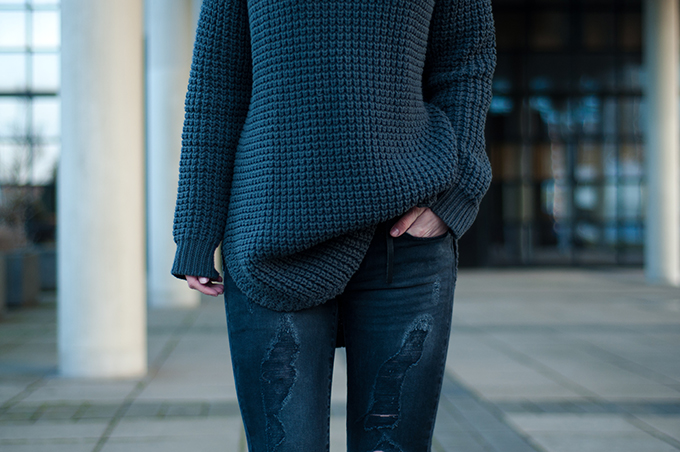 RED REIDING HOOD: Outfit details fashion blogger Elin Kling wearing Hope Grand Sweater turtleneck oversized knitwear grey ton sur ton jeans outfit
