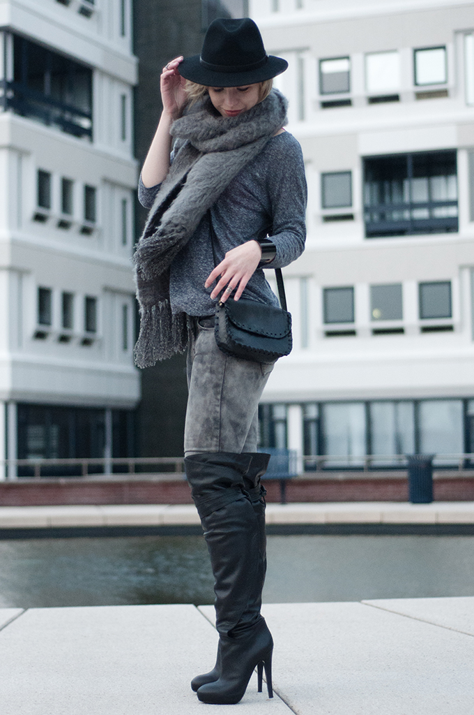RED REIDING HOOD: All grey everything outfit streetstyle ton sur ton fashion blogger over the knee thigh high boots and other stories H&M